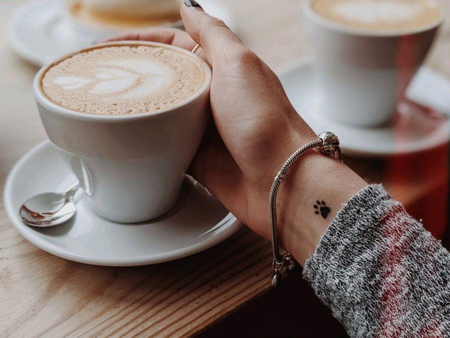 Ha egész nap kávét iszik, fogyni tud. Lehet-e fogyni a kávéval
