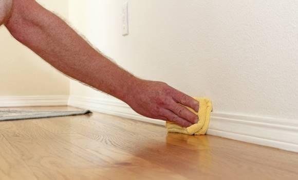 hogyan lehet eltávolítani a zsírfoltokat a falakról
