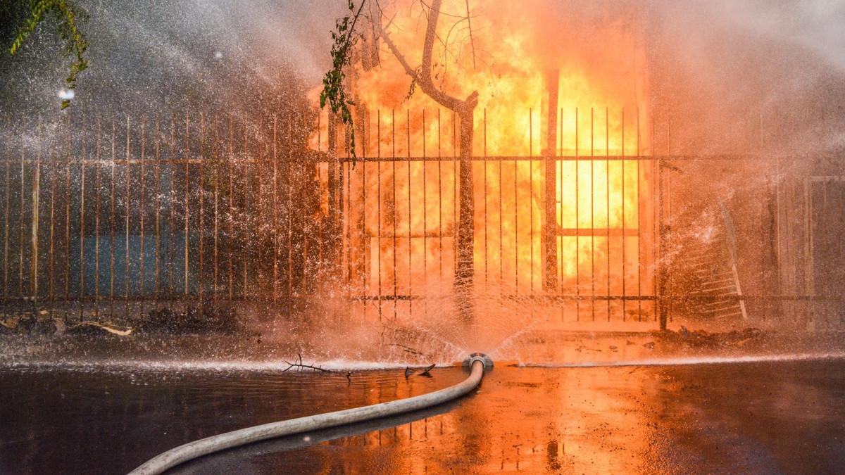 Tűz robbant zsírégető, Gázvezetéket vágott el egy munkagép Szolnokon