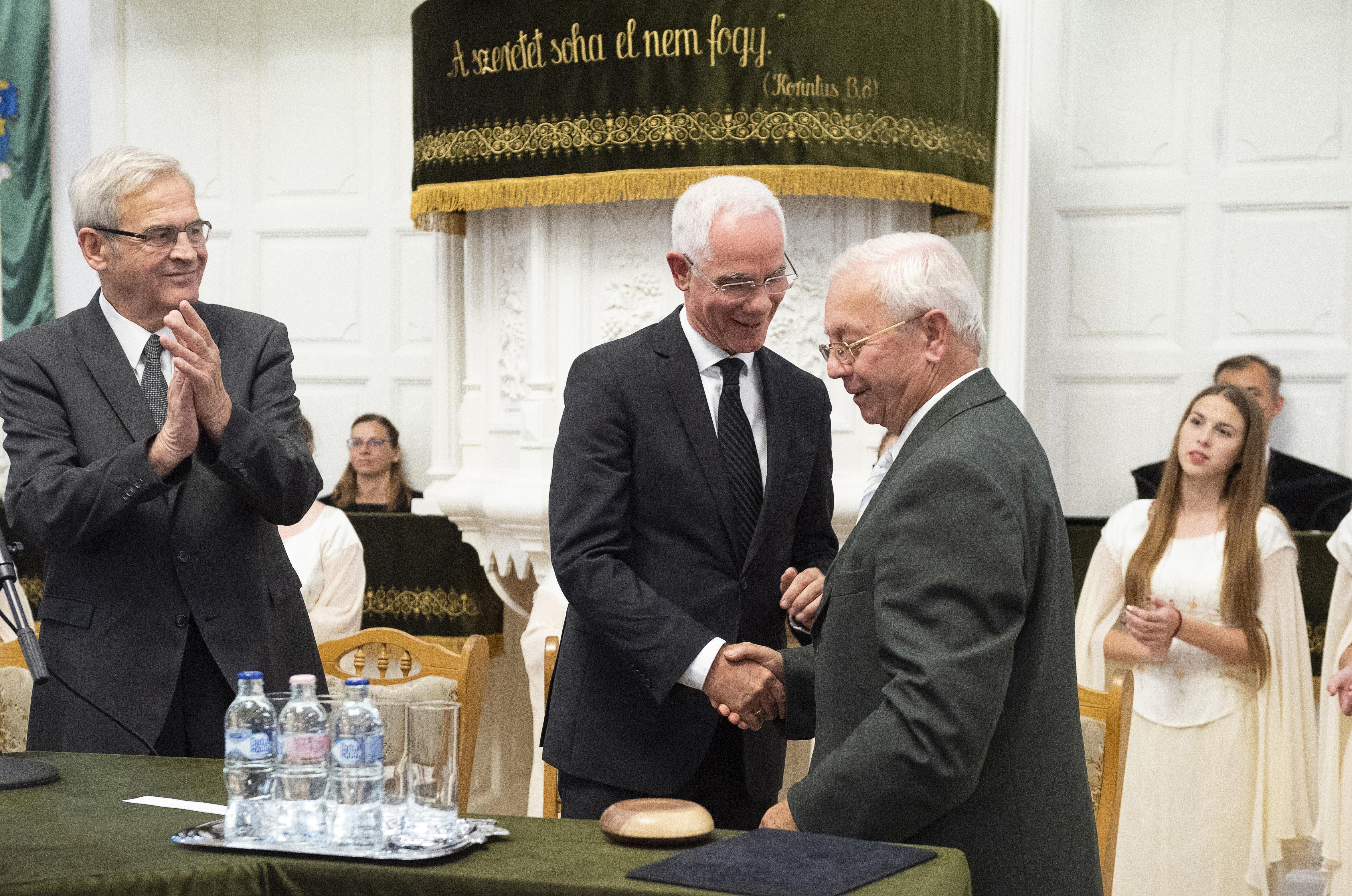 Gyulai Hírlap - Tizennégy év szolgálat után búcsúzik Gyula várostól Jakab Béla evangélikus lelkész