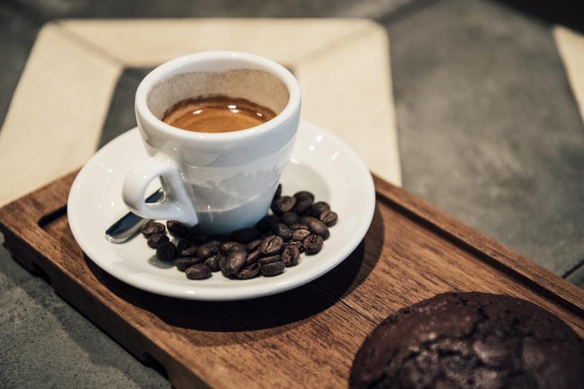 Fogyókúra? Lapos has? Elő a kávét! - szalok-szallas.hu