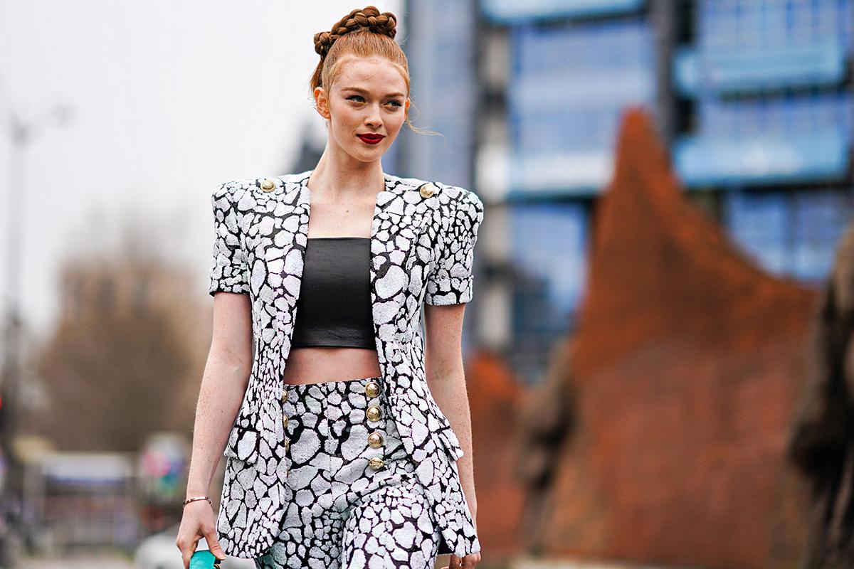 Karcsúbbnak tűnik tőle a derékvonal, és most újra divatos: válltömés stílusosan és nőiesen